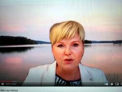 Anne Beathe Kristiansen Tvinnereim (Sp) var den eneste politikeren i panelet som uttrykte direkte skepsis til nasjonalparken i Østmarka. (Foto: Skjermdump fra OOFs YouTube-video)