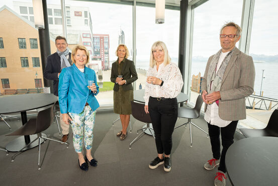Fra venstre: Karl Erik Arnesen, campusdirektør, Anne Husebekk, rektor UiT, Rikke G. Gjærum, professor og nyvalgt til universitetsstyret, Kari-Anne Opsal, ordfører Harstad, Bård Borch Michalsen, viserektor Sør-Troms. FOTO: TOMAS ROLLAND, UIT.