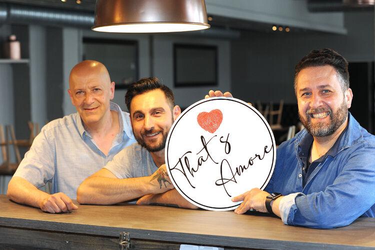De tre kameratene som alle har vokst opp i Italia er klare for å erobre Drammenshjerter med sitt That's Amore, som åpner Sankthansaften. Alessandro Di Zillo (f.v.), Roberto Fusco og Draio de Simone.