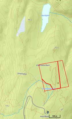 Den planlagte hogsten (tykk rød strek) ligger rundt blåstien mellom Haukåsen og Lauvtjern. Utkjøring av tømmer og velteplass blir mot veien ved Haukåsen radartårn.