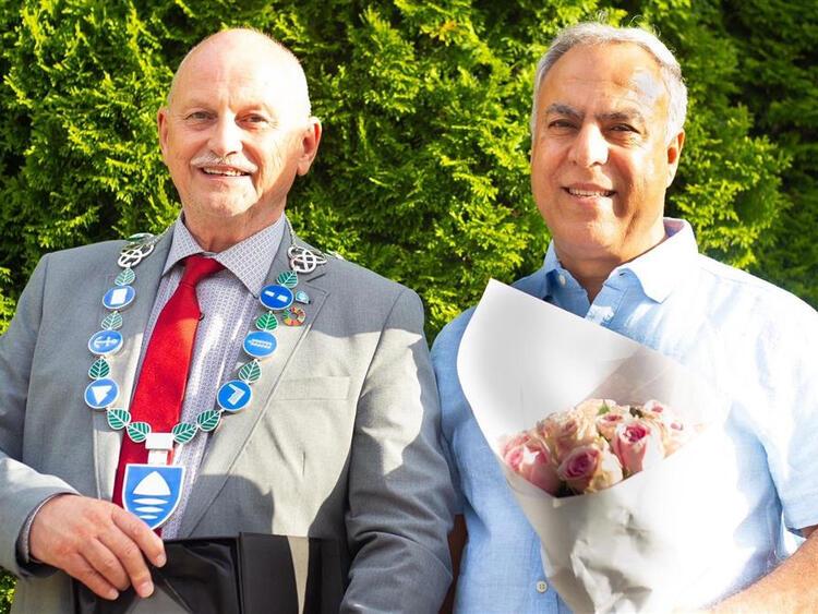 Fylkesordfører Roger Ryberg (t.v.) og Bijan Ghrahkhani. FOTO: TØNNES STEENERSEN