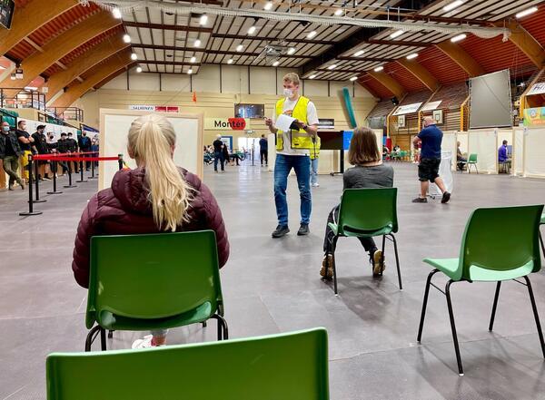 Vaksinering i Harstadhallen. Foto: Øivind Arvola