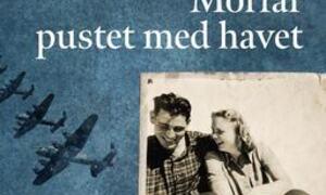 1943, Det indiske hav. Et norsk skip blir torpedert og kun noen få overlever. Blant dem er de to sørlandske brødrene Konrad og Sverre. I forliset kommer de bort fra hverandre og Konrad ender på sykehus i Java. Der treffer han den norske sykepleieren Sig