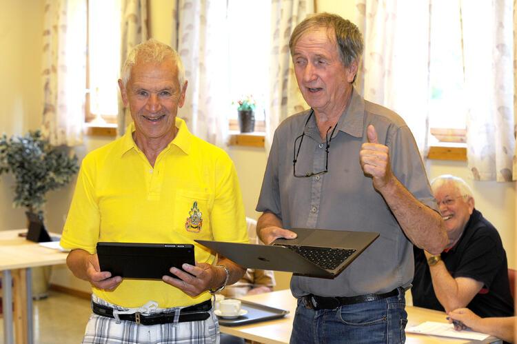 Styreleder Jon Torebraaten (t.v.) og leder Arve Conradsen i Seniornett Drammen forbereder Datastue Drammen, som skal hjelpe byens seniorer til bedre integrering i vårt nettbaserte samfunn.
