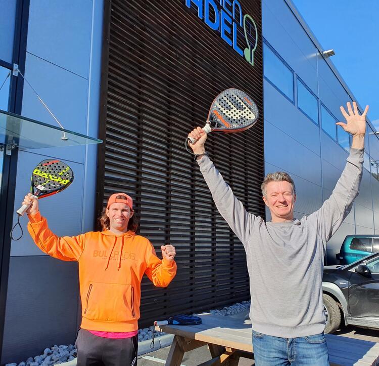 Michael Geraghty (t.v.) og Daniel Pickard jubler over godkjenningen for en ny og mye større hall. Trener Michael er klar for å innvie små og store drammensere i den fengende sporten.