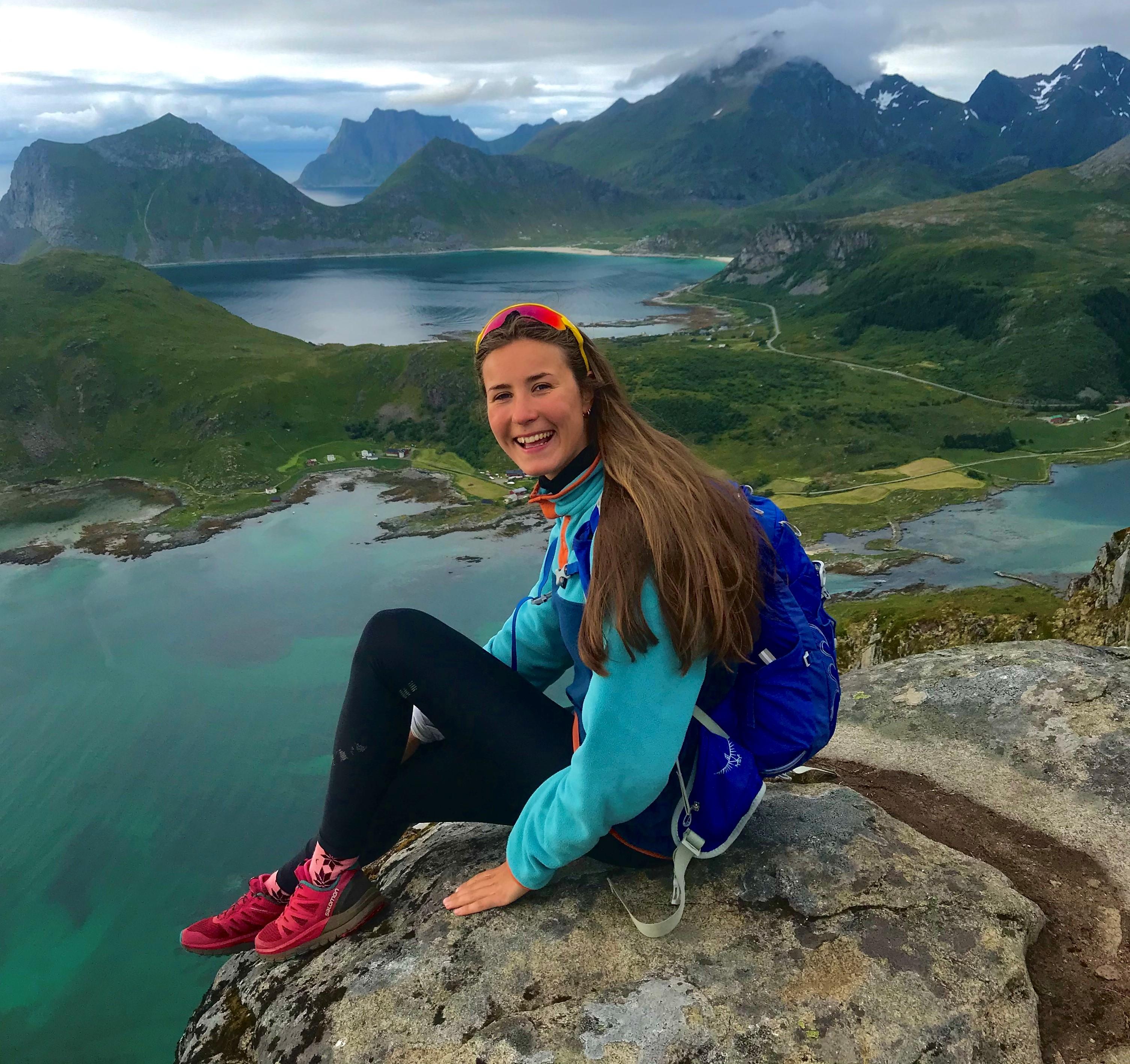 Vår nye trainee Amanda på fjelltur i Lofoten