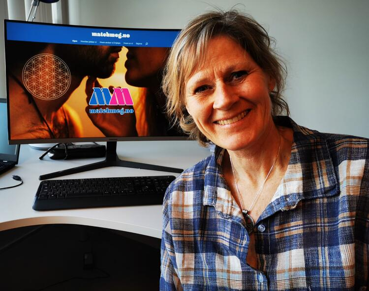 Heidi Helgerud opplever at mange ikke klarer å finne den rette på egen hånd. Nå har hun startet en matchingside på nett der uortodokse metoder brukes.