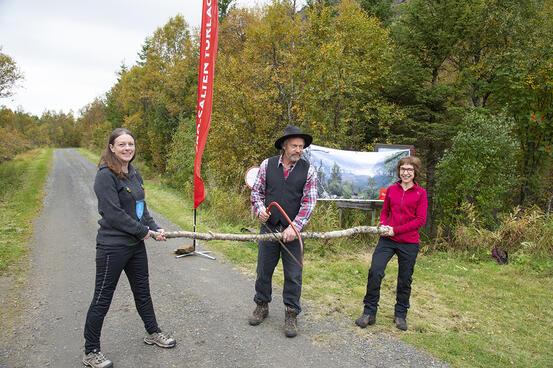 Offisielle åpningen av stien. Foto: Kjell Fredriksen