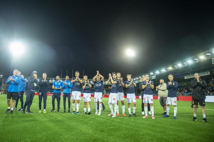 Strømsgodsets kunne juble over 5-0 mot Sarpsborg 08 i helgen, og i dag kan de takke sine supportere for nye 445.889 kroner til Strømsgodset Toppfotball i fra grasrotandelen i Norsk Tipping.  FOTO: ANNIKA BYRDE/NTB