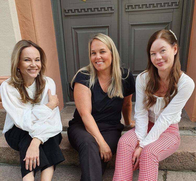 Ansatte i Drammens scener ser fram til å presentere flotte artister i høst. Fra venstre: Markedssjef Anniken Lefranc, programsjef i Drammens Teater, Hanne Falch og produsent på Union Scene, Kaja Rosholt.  FOTO: PRIVAT